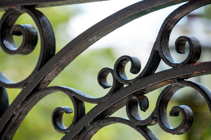 Avantajele gardurilor din fier forjat
